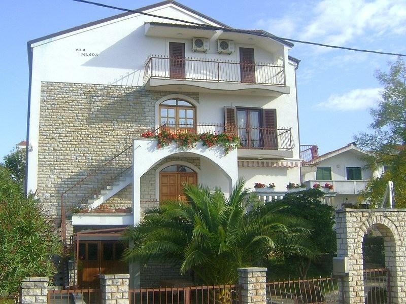 Vila JELENA - Igrane